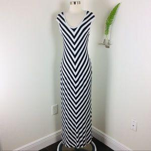 Calvin Klein Gorgeous Chevron Maxi Dress Size (6)